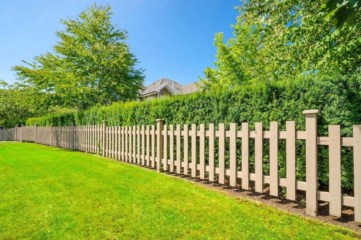 Граница на замке. Что делать, если сосед поставил свой забор на ваш участок?
